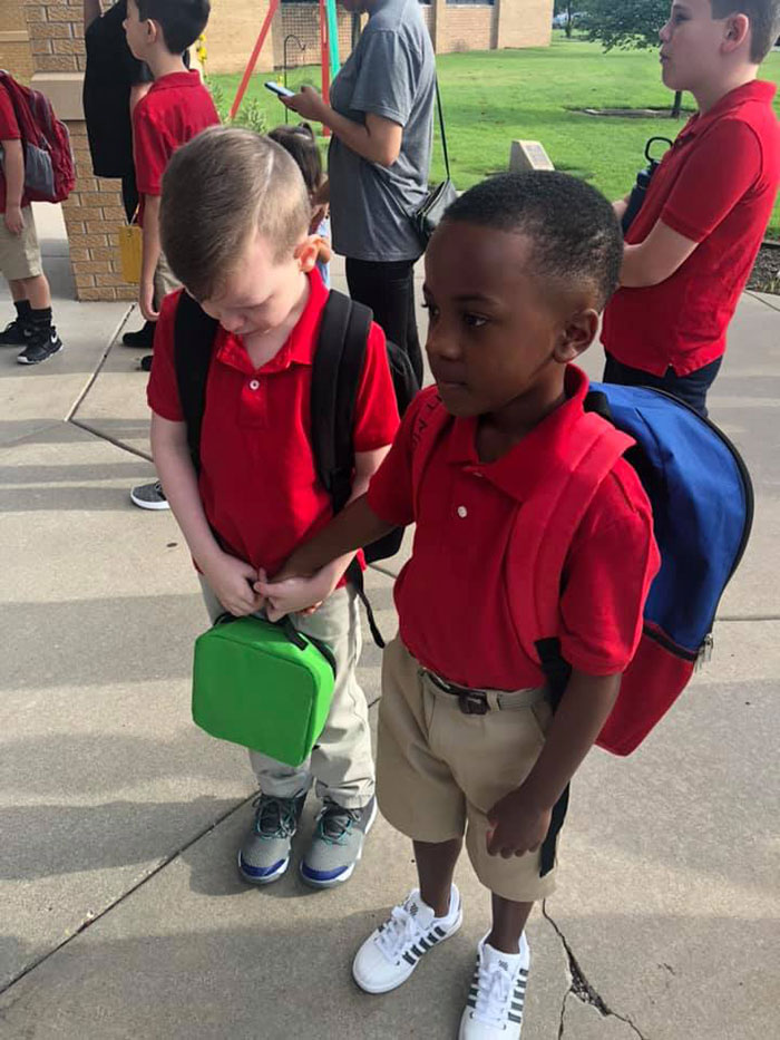 classmates-holding-hands-autism-first-day-of-school-courtney-moore-3-5d6652531ba58__700