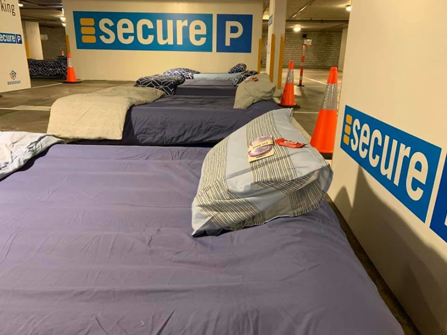 car-parks-are-turned-into-homeless-shelters-at-night-5dcca5caf27e3-880