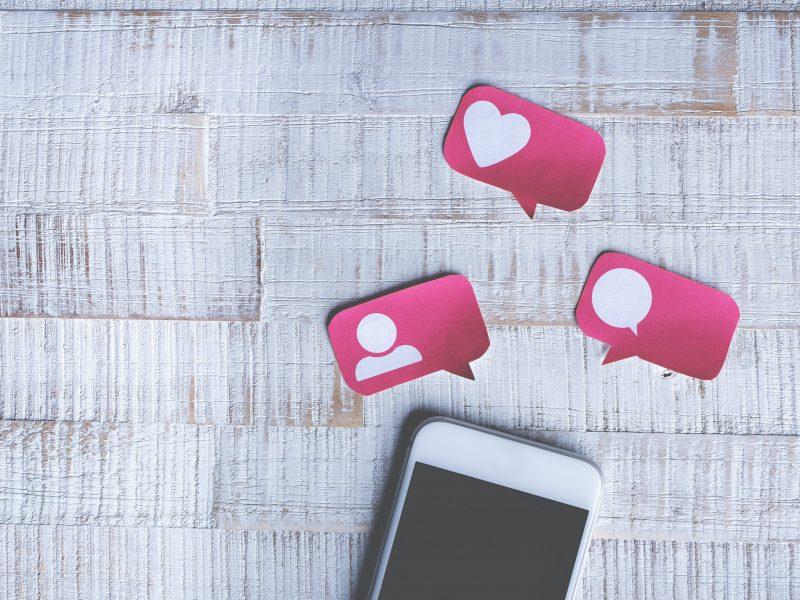 socialmedia - phone - like