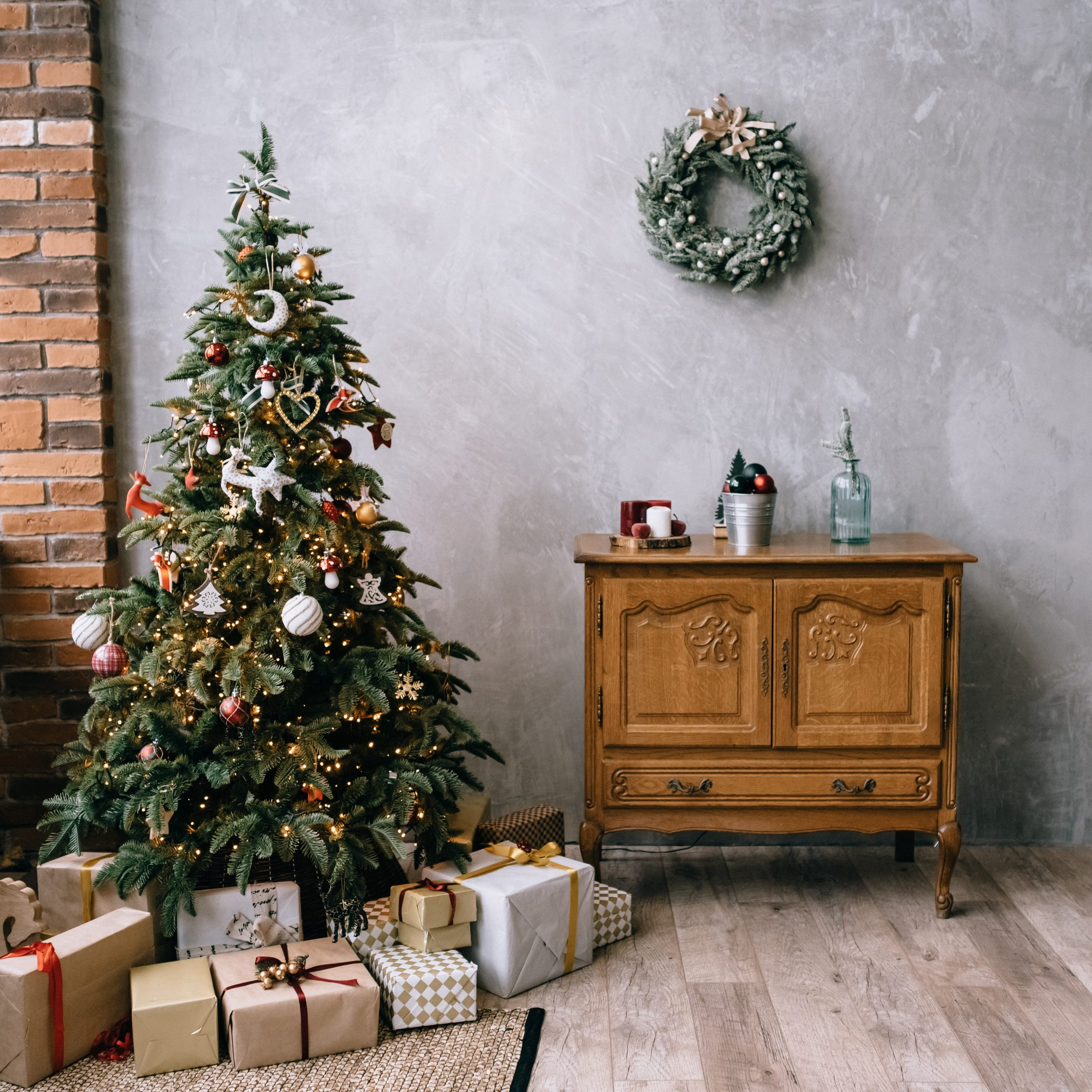 christimas-tree-decoration-pexels-oleg-zaicev-4834891