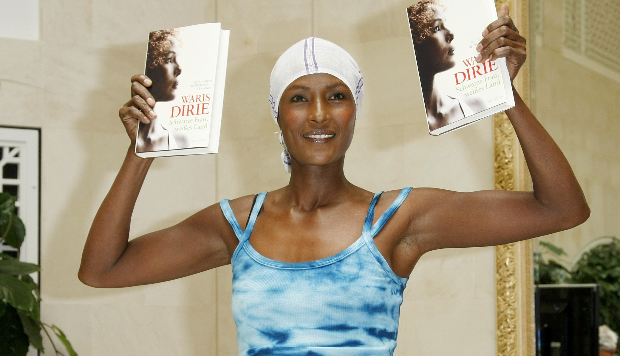 waris-dirie-with-books