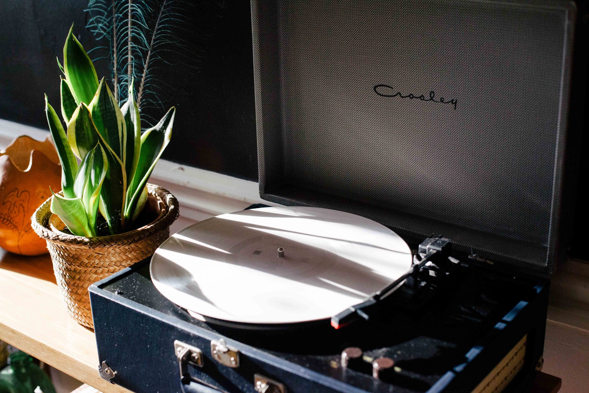 vintage-record-player-music