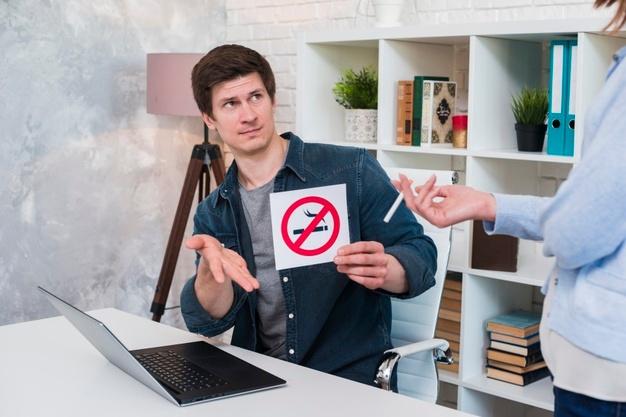 ενοχλητικές συνήθειες στο χώρο εργασίας κάπνισμα