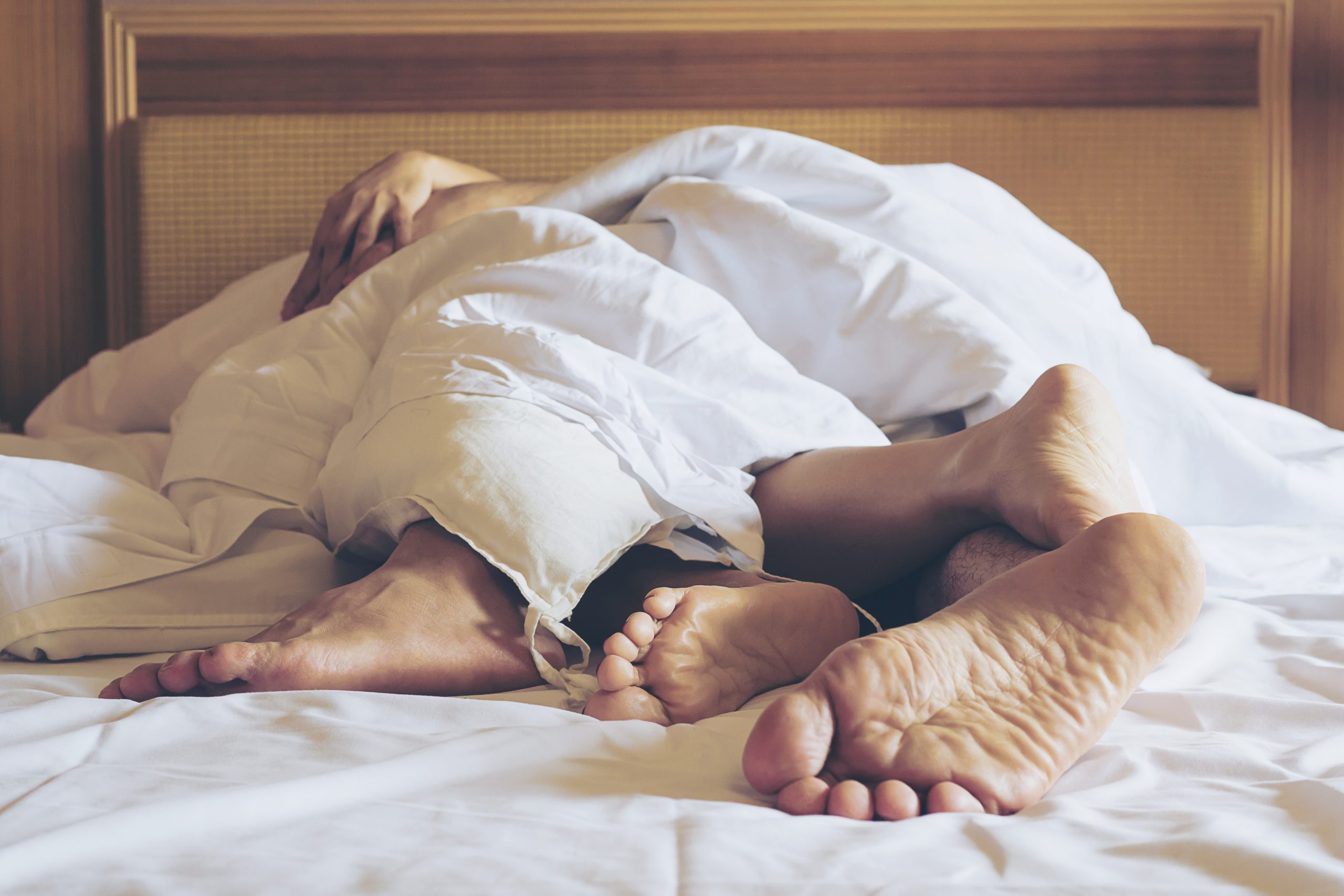 couple-making-love-bed