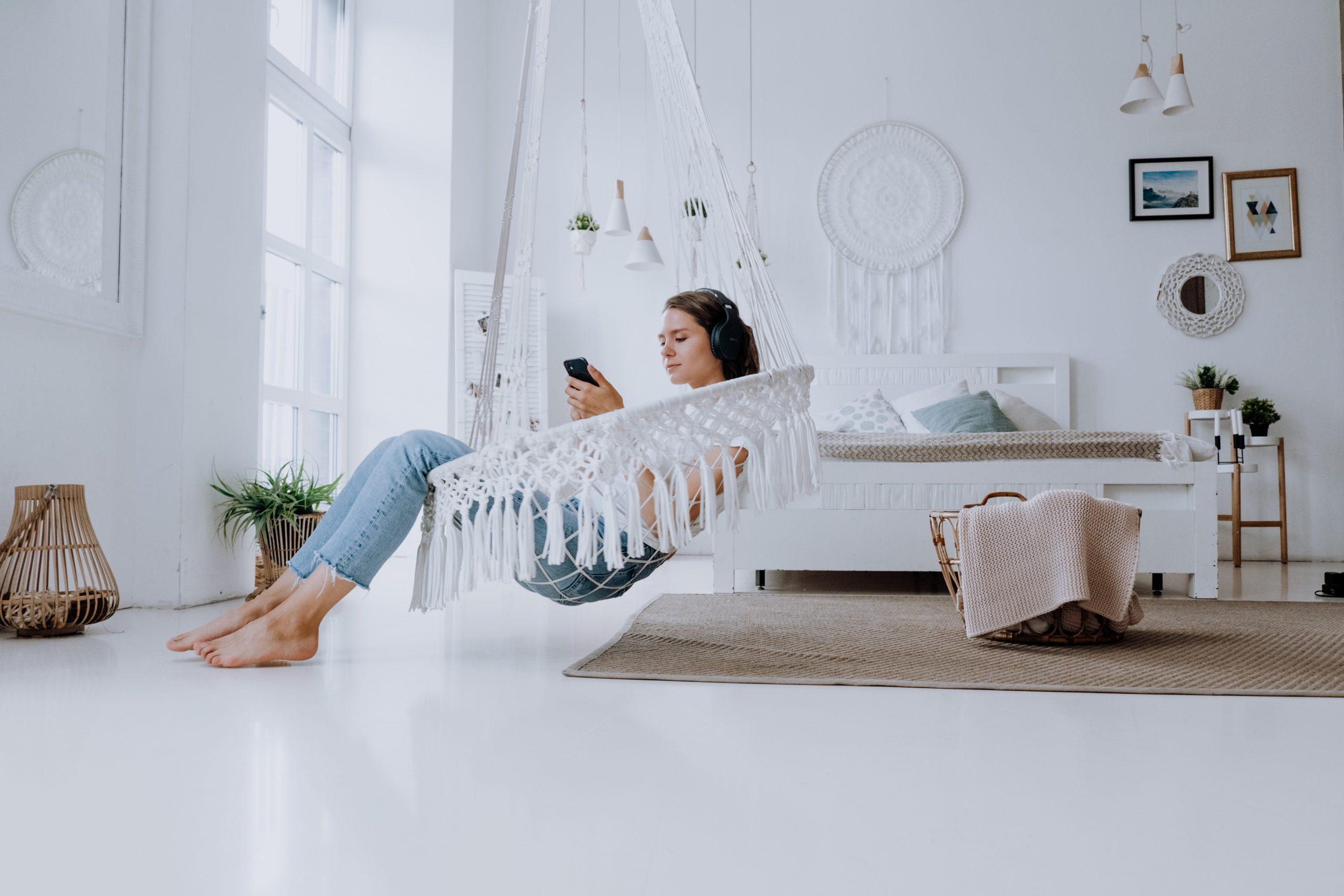 girl-listening-music-relaxing
